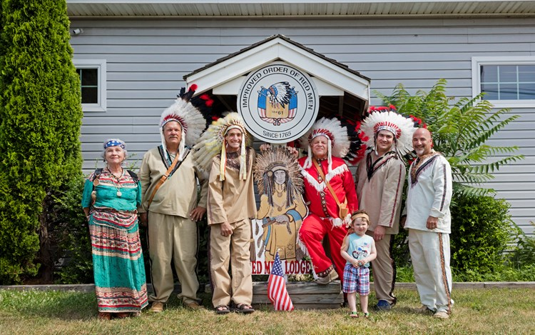 Andrea Robbins and Max Becher, Improved Order of Red Men, Group Portrait, Tuckerton, New Jersey (2017) (detail). Archival inkjet print. 74.93 x 87 cm. Copyright Andrea Robbins and Max Becher. Courtesy Sprüth Magers.