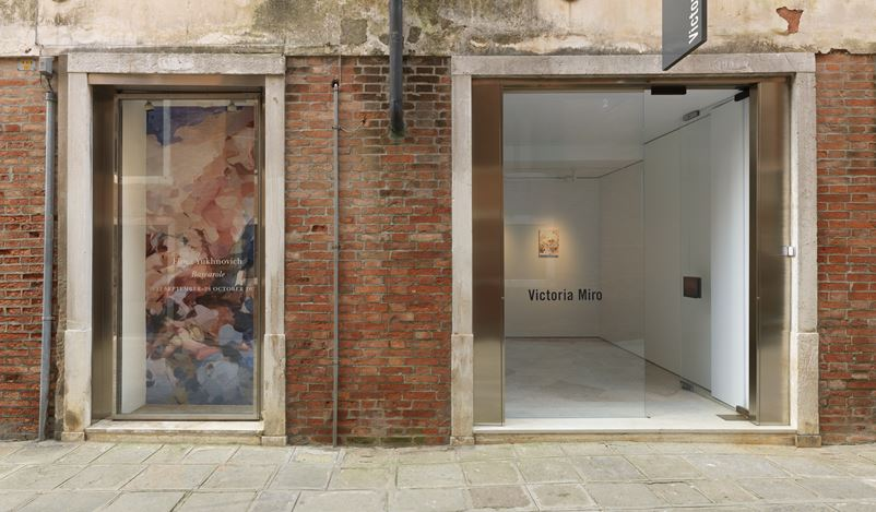 Exhibition view: Flora Yukhnovich, Barcarole, Victoria Miro, Venice (12 September–24 October 2020). © Flora Yukhnovich. Courtesy the artist and Victoria Miro.