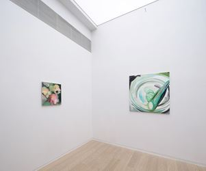 Exhibition view: Clare Woods, Rehumanised, Simon Lee Gallery, Hong Kong (9 February–17 March 2018).Courtesy Simon Lee Gallery, Hong Kong.