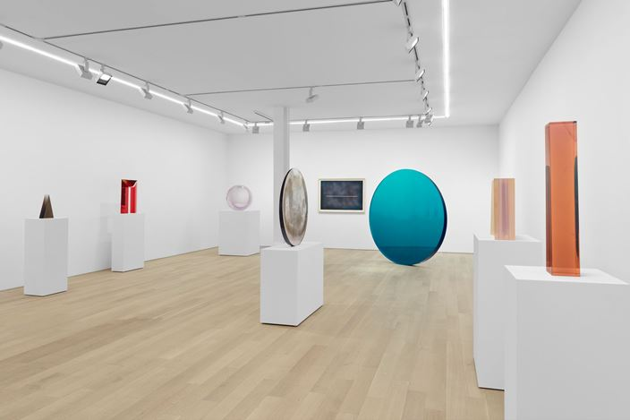 Exhibition view: De Wain Valentine, Almine Rech, New York (30 April—8 June 2019). Courtesy Almine Rech.