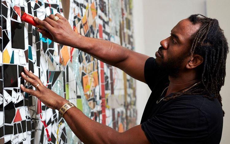 Rashid Johnson in the studio (2020).©Rashid Johnson. Courtesy the artist and Hauser & Wirth. Photo: Axel Dupeux.