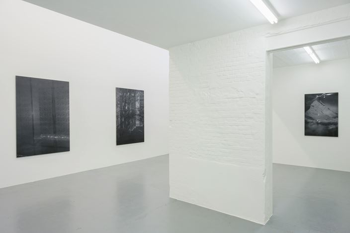 Exhibition view:Dirk Braeckman, FERNWEH, Zeno X Gallery, Antwerp (10 March–24 April 2021). Courtesy Zeno X Gallery. Photo:Peter Cox.
