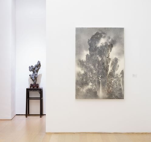 Exhibition view: Yan Shanchun and Cao Xiaoyang, Light Water Dark Mountain 白水黑山, Hanart TZ Gallery, Hong Kong (19 October–1 December 2018). Courtesy Hanart TZ Gallery.  Photography by Kitmin Lee.