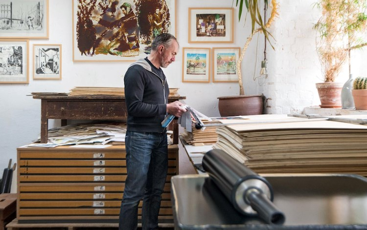 Neo Rauch in the Lithographisches Atelier Leipzig, 2019. Photo: Uwe Walter.