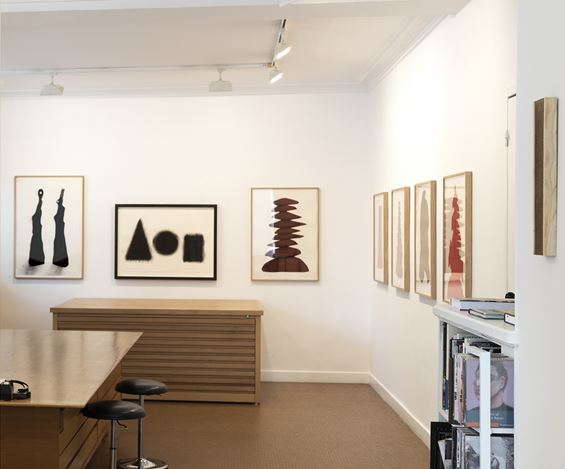 Exhibition view: David Nash, Columns, Galerie Lelong & Co., Paris (25 May–13 July 2018). Courtesy Galerie Lelong & Co, Paris.