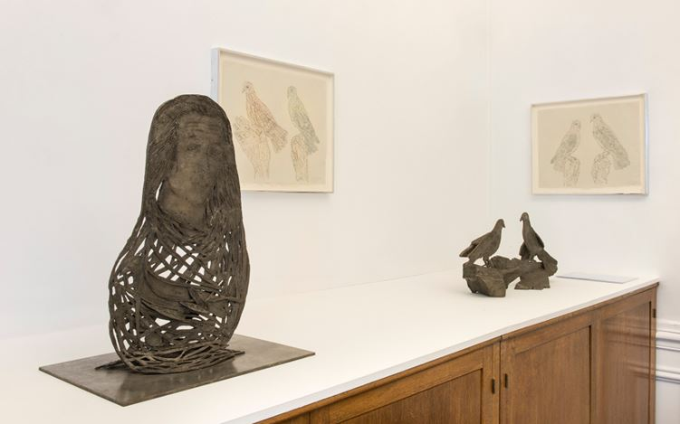 Exhibition view: Kiki Smith, Shelter, Galerie Lelong, Paris (20 May–13 July 2017). Courtesy Galerie Lelong.