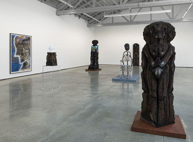 Exhibition view: Huma Bhabha, David Kordansky Gallery, Los Angeles, (25 January–14 March 2020). Courtesy David Kordansky Gallery. Photo: Jeff McLane.