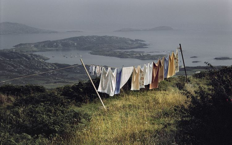 Harry Gruyaert, Ireland, County Kerry(1984) (detail). Archival pigment print, printed later. 53 x 80 cm. Courtesy Gallery FIFTY ONE.