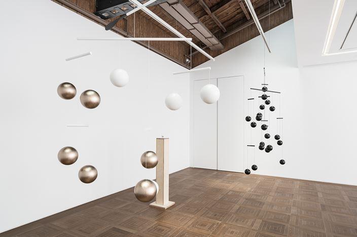 Exhibition view:Xavier Veilhan, Channel Orange, Perrotin, Shanghai (5 June–17 August 2019). © Xavier Veilhan / ADAGP, Paris, 2019. Courtesy the artist and Perrotin. Photo : Yan Tao.