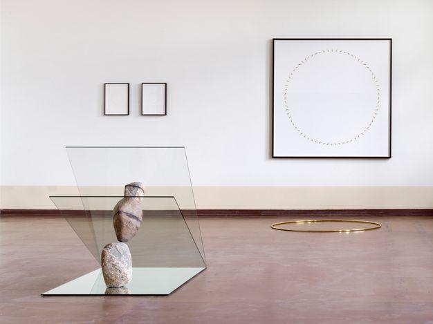 Exhibition view: Alicja Kwade, König Galerie at AMTSALON, Kantstraße 79, Berlin (17–24 June 2021). Courtesy König Galerie. Photo: Roman März.