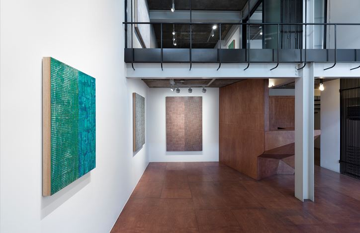 Exhibition view: McArthur Binion,Hand:Work:II, Lehmann Maupin, Seoul (24 May–13 July 2019).Courtesy the artist and Lehmann Maupin, New York, Hong Kong, and Seoul.