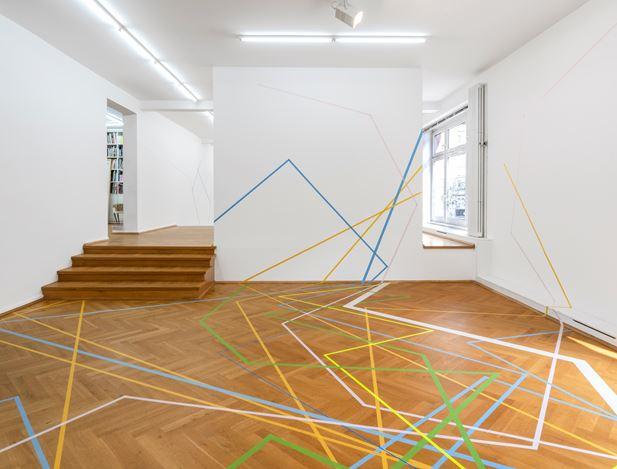 Exhibition view: Herbert Hinteregger, Untitled (gab nach, sodass sie zu fallen drohte), Bernhard Knaus Fine Art, Frankfurt (4 September–31 October 2020). Courtesy Bernhard Knaus Fine Art.