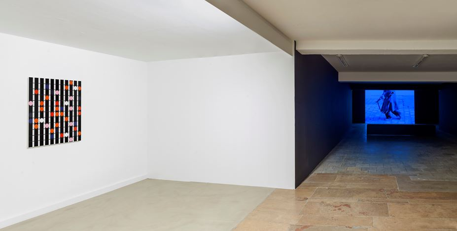 Exhibition view: Group Exhibition,Infinite Games, Capitain Petzel, Berlin (21 November 2020–30 January 2021). Courtesy Capitain Petzel. Artworks:Sarah Morris, Deviancy is the Essence of Culture [Sound Graph] (2018),Wim Wenders, Same Player Shoots Again(1967/2019).