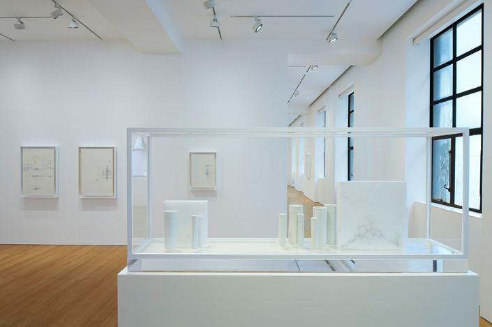 Exhibition view: Edmund de Waal,cold mountain clay, Gagosian, Hong Kong (20 November 2020–9 January 2021). © Edmund de Waal. Courtesy Gagosian.