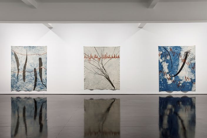 Exhibition view: Judy Watson,memory scars, dreams and gardens, Tolarno Galleries, Melbourne (13 November–12 December 2020). Courtesy Tolarno Galleries.