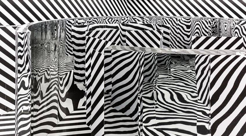 Exhibition view: Julio Le Parc, Light – Mirror, Perrotin, Hong Kong (25 March–3 May 2019). © Julio Le Parc / ADAGP, Paris & SACK, Seoul 2019. Courtesy the artist & Perrotin. Photo: Ringo Cheung.