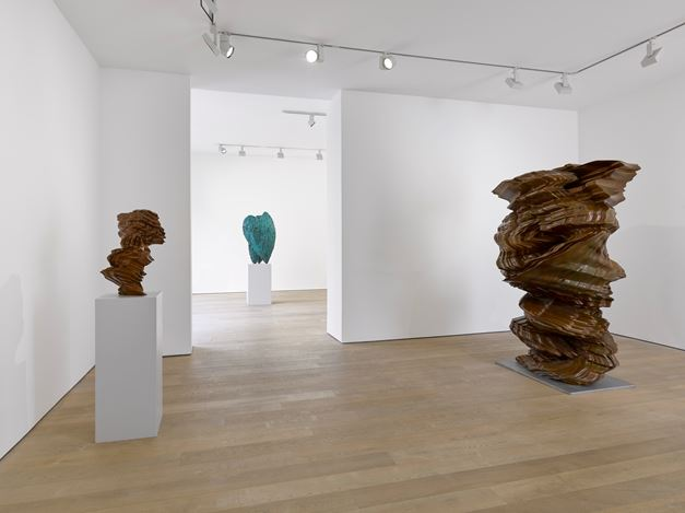 Exhibition view: Tony Cragg, Stacks, Lisson Gallery, Bell Street, London (20 November 2019–29 February 2020). © Tony Cragg. Courtesy Lisson Gallery.