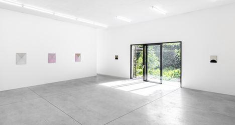 Exhibition view: Jeff McMillan, Dark Parade, Kristof De Clercq gallery, Ghent (23 September–21 October 2018). Courtesy Kristof De Clercq gallery.