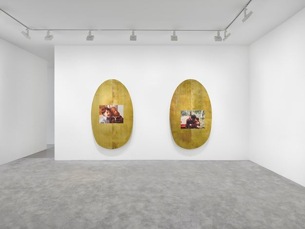 Exhibition view: Jordan Wolfson, ARTISTS FRIENDS RACISTS, David Zwirner, Paris (7 February–21 March 2020). © Jordan Wolfson. Courtesy the artist, David Zwirner and Sadie Coles HQ, London.