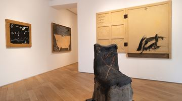 Contemporary art exhibition, Antoni Tàpies, L'objet at Galerie Lelong & Co. Paris, 38 Avenue Matignon, Paris