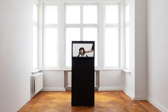 Exhibition view:Im Heimweh ist ein blauer Saal (In Homesickness is a Blue Room), Zilberman Gallery, Berlin (20 February–4 April 2020). Courtesy Zilberman Gallery. Photo: CHROMA