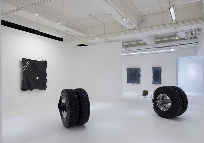 Exhibition view: Arcangelo Sassolino,Warped Matter, Curved Time, Pearl Lam Galleries, Hong Kong (27 March–8 May 2018). Courtesy Pearl Lam Galleries.