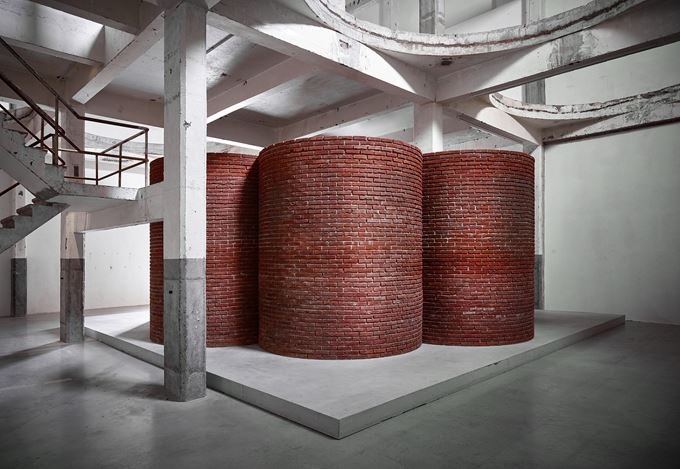 Exhibition view: Per Kirkeby, Brick Sculptures, Axel Vervoordt Gallery, Antwerp (14 September 2019–1 September 2020). Courtesy Axel Vervoordt Gallery.