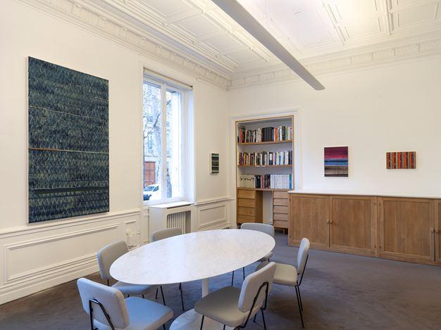 Exhibition view: Juan Uslé,Lines & horizons,Galerie Lelong & Co., 13 Rue de Téhéran, Paris(21 November 2019–18 January 2020). Courtesy Galerie Lelong & Co. Paris.