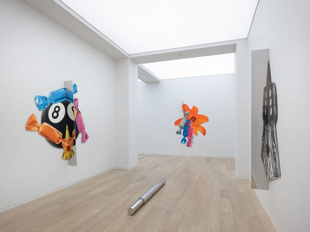 Exhibition view: Kathryn Andrews, Candy Butchers, Simon Lee Gallery, Hong Kong (14 September–26 October 2018). Courtesy Simon Lee Gallery.