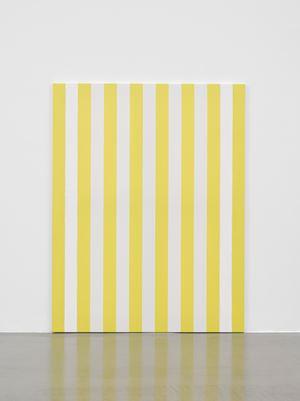 Peinture acrylique sur tissu rayé blanc et jaune d'or by Daniel Buren contemporary artwork