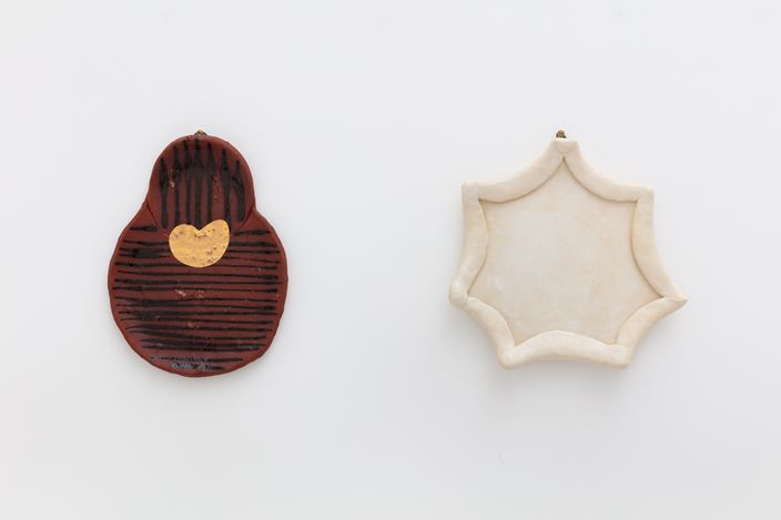 Exhibition view: Group Exhibition,Blue Jeans & Brown Clay,Kate MacGarry, London (3 December 2020–30 January 2021). Courtesy Kate MacGarry, London. Photo: Angus Mill.