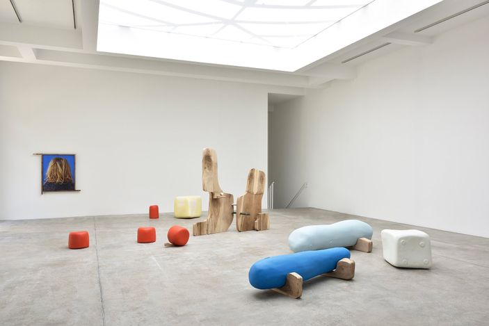 Exhibition view: Nairy Baghramian,Misfits, Galerie Marian Goodman, Paris (10 June–24 July 2021). Courtesy Galerie Marian Goodman.