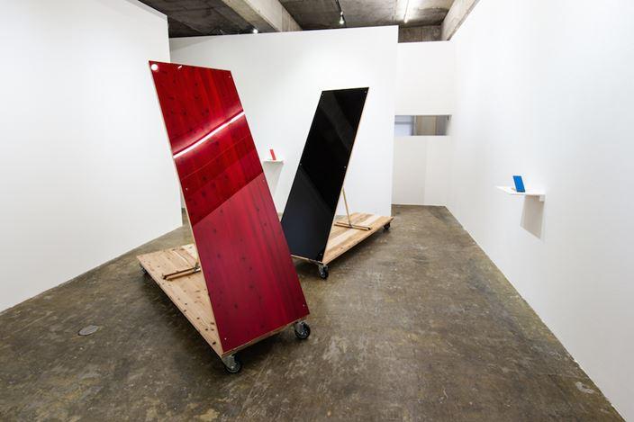 Exhibition view: Tomii Motohiro,Sloping Sculpture, Yumiko Chiba Associates, Tokyo (17 October–21 November 2020). Courtesy Yumiko Chiba Associates. Courtesy: M. Yanagiba.