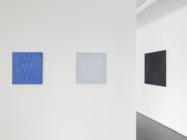 Exhibition view: Edda Renouf, Paintings and Drawings 1978–2018, Anne Mosseri-Marlio Galerie, Basel (8 September–26 October 2018). Courtesy Anne Mosseri-Marlio Galerie. Photo: S. Hasenböhler.