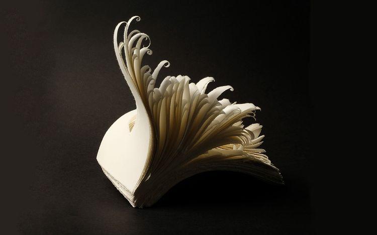 Angela Glajcar,Scale Matters 2020-017 (2020). Torn paper, 300g, glue. 18 x 15 x 21 cm. Courtesy Karin Weber Gallery, Hong Kong.
