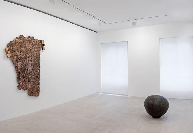 Exhibition view: Theaster Gates, Selected Works, Gagosian, Paris (12 February–23 March 2019).© Theaster Gates.Courtesy Gagosian.Photo: Zarko Vijatovic.