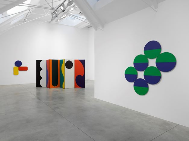 Exhibition view: Leon Polk Smith, Lisson Gallery, Bell Street, London (16 November 2018–5 January 2019). © Leon Polk Smith Foundation. Courtesy Lisson Gallery.  Photo: George Darrell.