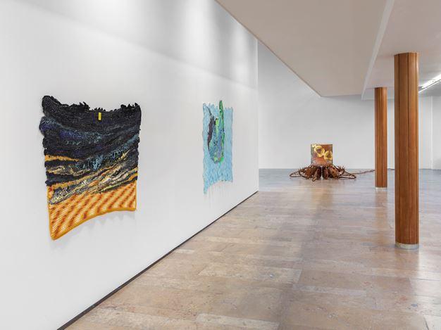 Exhibition view: Group Exhibition,Infinite Games, Capitain Petzel, Berlin (21 November 2020–30 January 2021). Courtesy Capitain Petzel. Artworks: Rodney McMillian $7.99: a blue moon(2019/2020),Rodney McMillian,Untitled(2019),Jorge Pardo,Untitled (2012).