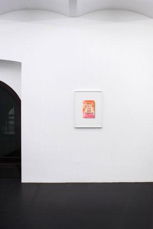 Exhibition view: Annette Kelm, Die Bücher – The Books, MEYER KAINER, Vienna (8 May–24 July 2021). Courtesy MEYER KAINER.