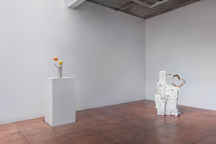 Exhibition view: Erwin Wurm, Hello Seoul!, Lehmann Maupin, Seoul (20 February–11 April 2020). Courtesy the artist and Lehmann Maupin, New York, Hong Kong, and Seoul.Photo: ArtOn Studio.
