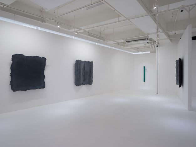 Exhibition view: Arcangelo Sassolino, Warped Matter, Curved Time, Pearl Lam Galleries, Hong Kong (27 March–8 May 2018). Courtesy Pearl Lam Galleries.