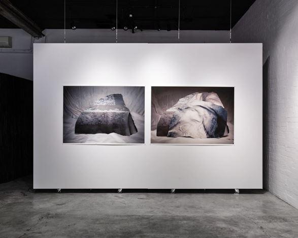 Exhibition view: Marian Drew, Strata, THIS IS NO FANTASY dianne tanzer + nicola stein, Melbourne (3–21 March 2020). Courtesy THIS IS NO FANTASY dianne tanzer + nicola stein.