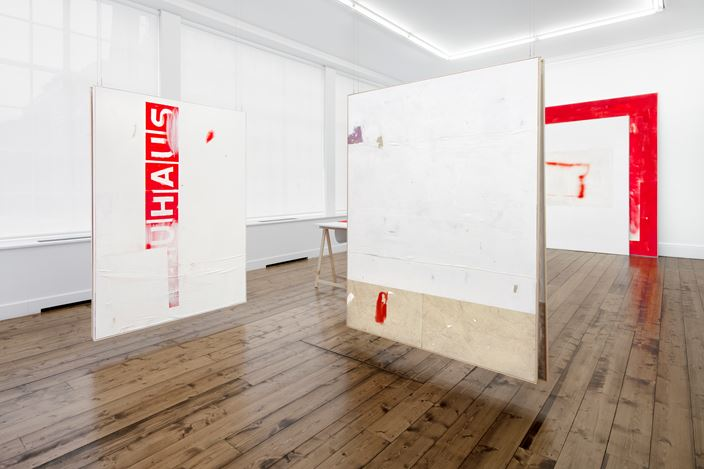 Exhibition view: David Ostrowski, The Thin Red Line, Sprüth Magers, London (28 November 2018–19 January 2019). Courtesy Sprüth Magers. Photo: Voytek Ketz, London & postproduction by Hans-Georg Gaul, Berlin.