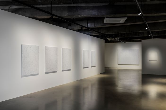 Exhibition view:Hoh Woo Jung, Line, Curve, A Colorful Gesture, Gallery Baton, Seoul. Courtesy Gallery Baton, photo by Jeon Byung Cheol.