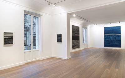 Exhibition view: Juan Uslé, La noche se agita, Galerie Lelong & Co, Paris (30 November-20 January 2018). Courtesy Galerie Lelong & Co, Paris.