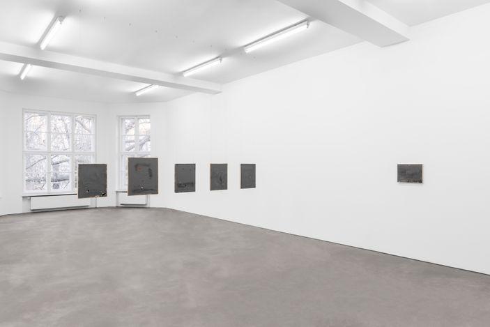 Exhibition view: David Ostrowski, So kalt kann es nicht sein / It can't be that cold, SprüthMagers, Berlin (3 March–10 April 2021). © David Ostrowski. Courtesy Sprüth Magers. Photo: Ingo Kniest.