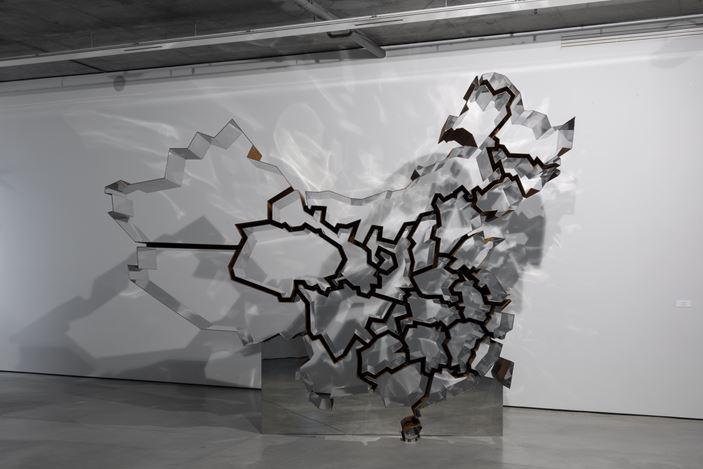 Exhibition view:Ron Arad,One Man Show, Gary Tatintsian Gallery, Moscow (18 November 2016–11 March 2017).Courtesy Gary Tatintsian Gallery, Moscow.