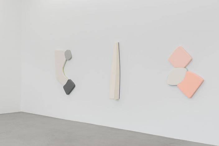Exhibition view: Justin Adian, Heaven on the highway, Almine Rech Gallery, Brussels (6 September–13 October 2018). Courtesy Almine Rech Gallery.