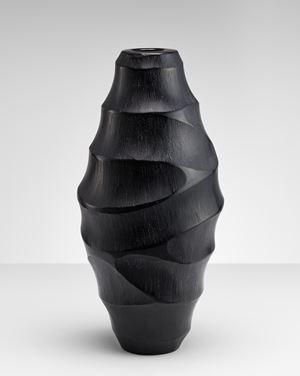 vaso vetro nero missiccio soffiato by Massimo Micheluzzi contemporary artwork