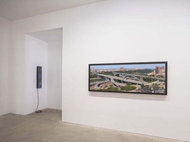Exhibition view: Group Exhibition, Brilliant City, David Zwirner, Hong Kong (6 July–4 August 2018).  Courtesy  David Zwirner.